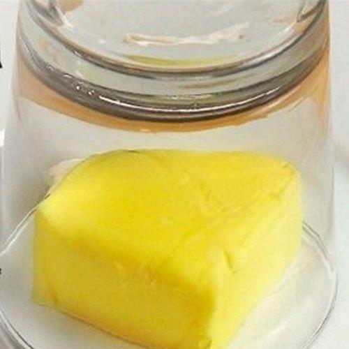 Dùng ly nước nóng để làm mềm bơ