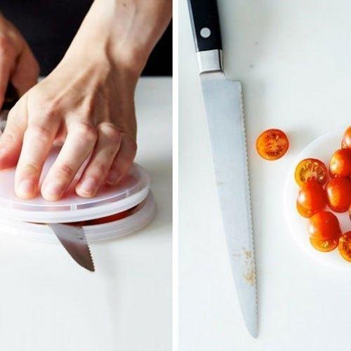 Bằng mẹo nhỏ này, bạn không chỉ áp dụng với cà chua còn có thể sử dụng để cắt ô liu, anh đào, hay nho nữa đấy!