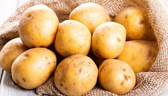 Dùng lo vi sóng hâm nóng lại khoai tây chẳng khác nào tự đánh bay các chất dinh dưỡng của nó