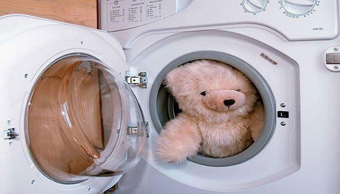 Hãy chỉnh chế độ giặt nhẹ trên máy giặt để không làm hư hại thú bông nhé