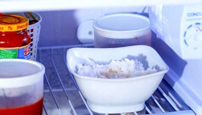 Người Việt Nam chúng ta vẫn thường có thói quen bảo quản cơm nguội trong tủ lạnh để hâm nóng lại, tránh hao phí
