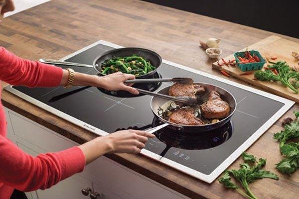 Khói sẽ không sản sinh trong lúc nấu ăn nếu bạn dùng bếp điện từ