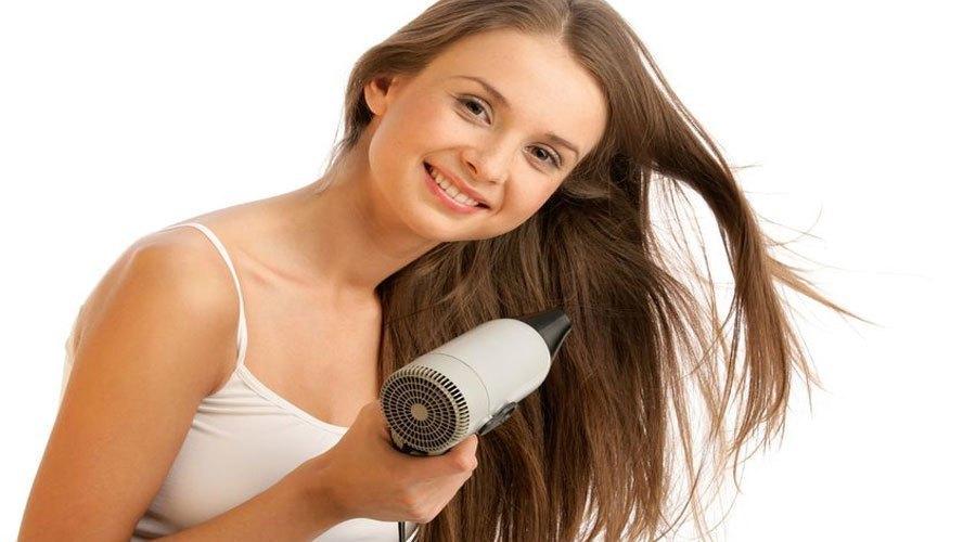 Máy sấy tóc có trọng lượng nhẹ sẽ giúp chị em thoải mái khi sử dụng