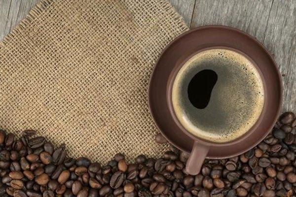 Sử dụng cà phê nguyên chất khi cho vào máy pha cà phê để tránh làm giảm chất lượng hương vị