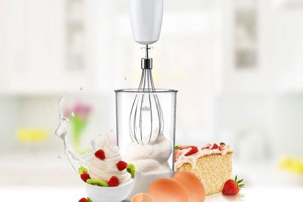 Bạn có thể đánh kem hoặc trứng với máy xay sinh tố cầm tay