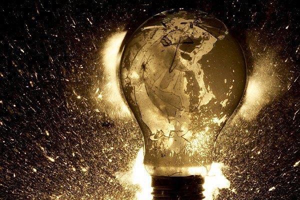 Chỉ cần bóng đèn bị hở mạch là nguy cơ rò rỉ điện sẽ tăng cao