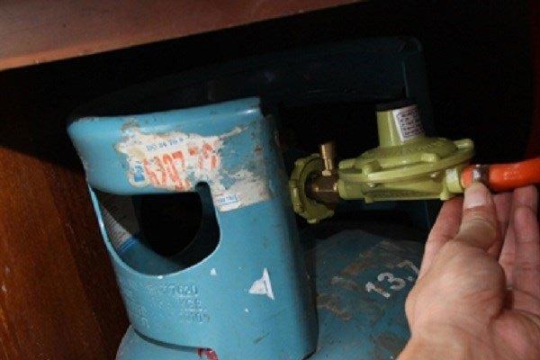 Thường xuyên kiểm tra thiết bị gas của bếp gas kĩ càng để bảo vệ an toàn cho gia đình