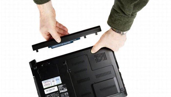 Sử dụng pin đúng cách cũng giúp hạ nhiệt cho laptop