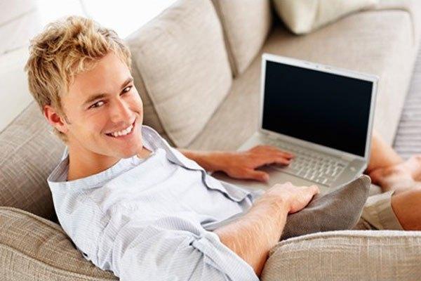 Máy tính xách tay sẽ tỏa nhiệt mạnh hơn nếu bạn đặt chúng trên nệm hay gối khi sạc pin