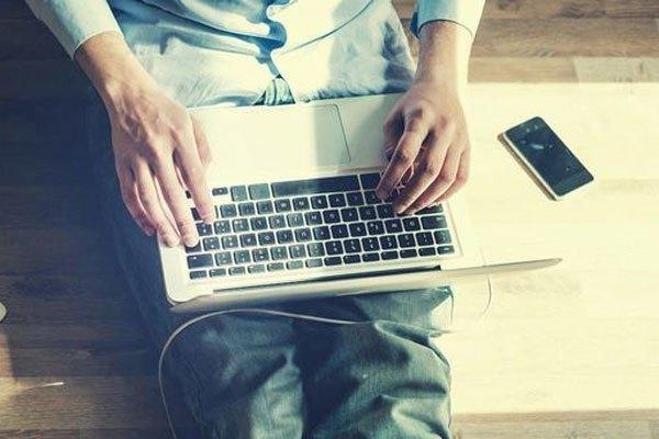 Cắm sạc pin laptop bất cứ khi nào bạn muốn