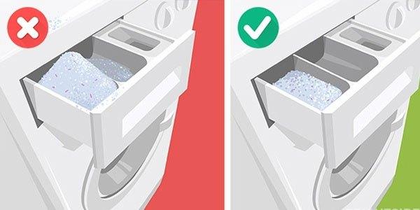 Cho nhiều bột giặt vào máy giặt sẽ tạo nhiều bọt sẽ ảnh hưởng đến quần áo