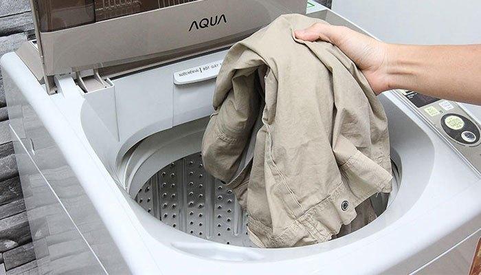 Tẩy sạch vết bẩn trên quần áo cùng công nghệ hiện đại của máy giặt Aqua AQW-S80KT