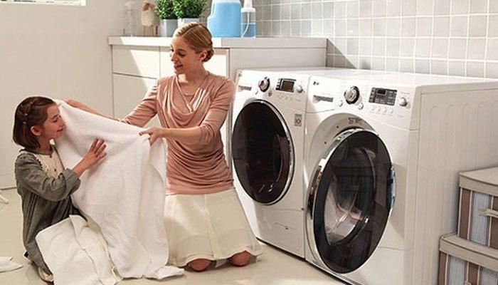 vệ sinh bên ngoài để máy giặt nhà bạn luôn sáng bóng