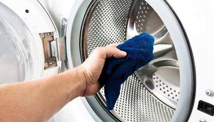 lau chùi máy giặt thường xuyên