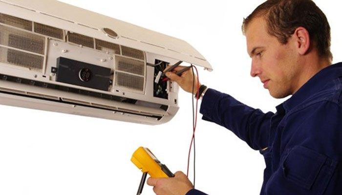Liên hệ thợ sửa máy lạnh để giải quyết vấn đề triệt để trên máy lạnh Panasonic