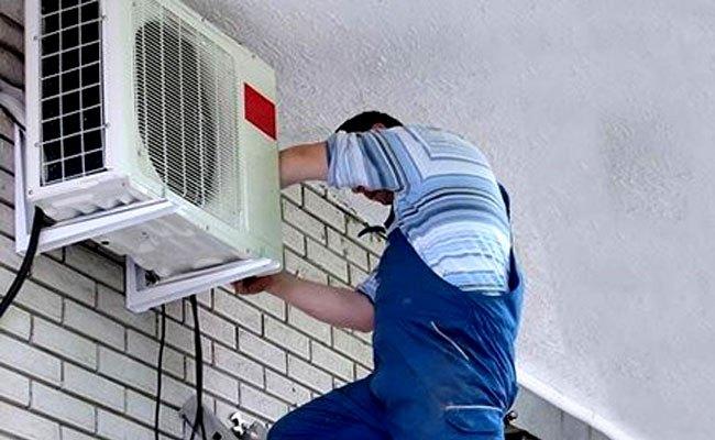 Vệ sinh dàn tản nhiệt để đường thông gió của máy lạnh không bị bít