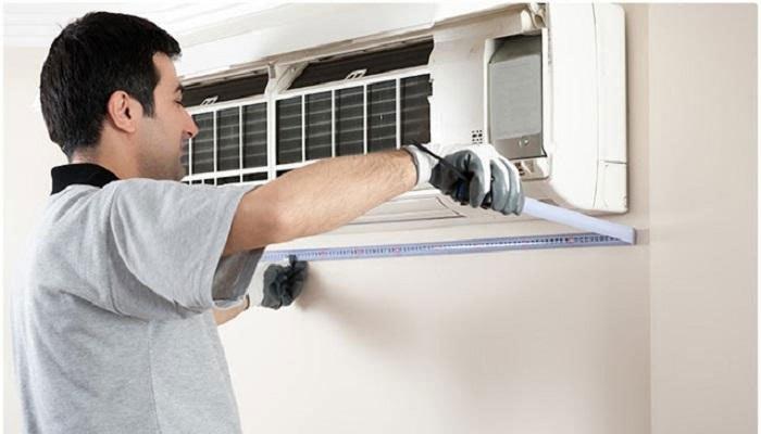 Khi vệ sinh hệ thống bảo vệ của máy lạnh cần cẩn thận để không ảnh hưởng đến bo mạch