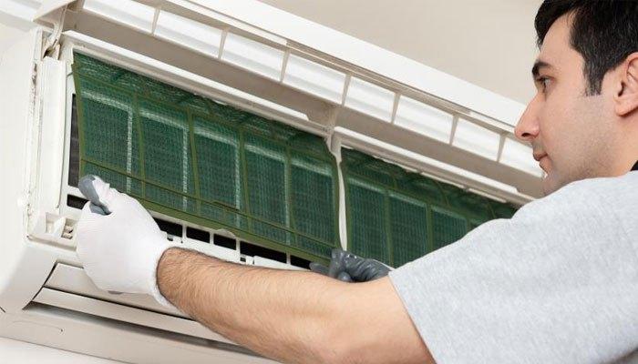 Lắp lại lưới lọc lên máy lạnh