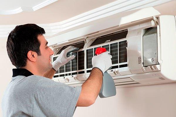 Vệ sinh bộ lọc máy lạnh thường xuyên để loại bỏ hết mọi bụi bẩn cản đường khí lạnh