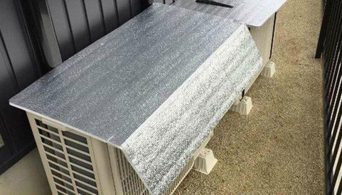Tấm phủ bạc khá rẻ tiền nhưng nó sẽ giúp tiết kiệm điện cho máy lạnh nhà bạn hiệu quả