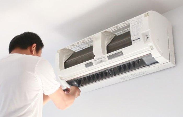 Vệ sinh máy lạnh bám bụi để máy có thể hoạt động tốt