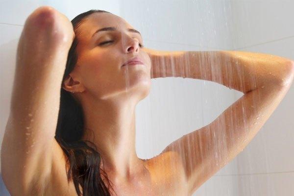 Tắm bằng máy nước nóng giúp giảm tình trạng nghẹt mũi do cảm lạnh