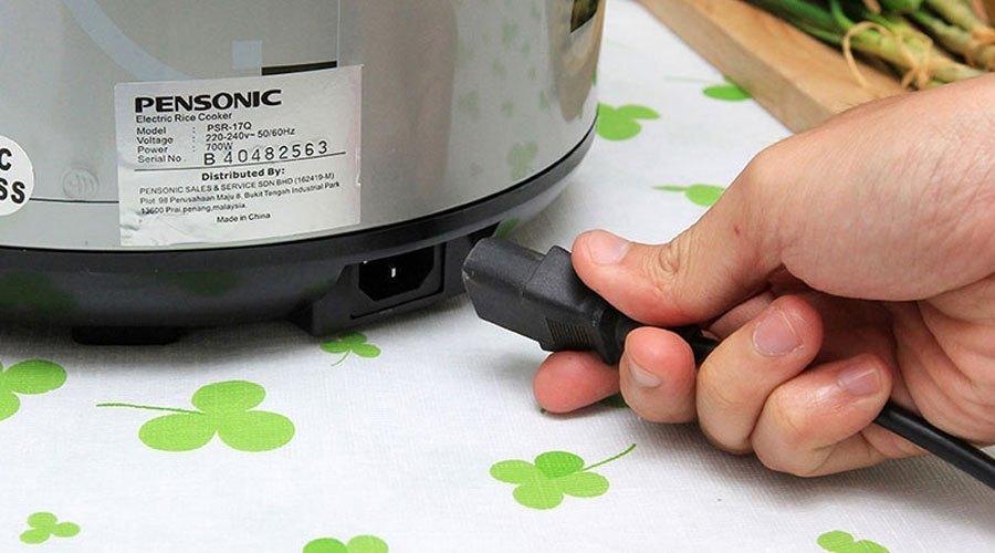 Phích cắm và nguồn điện rất quan trọng trong việc bảo quản nồi cơm điện