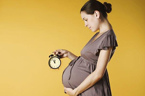 Mẹ bầu chỉ nên xem tivi trong thời gian ngắn