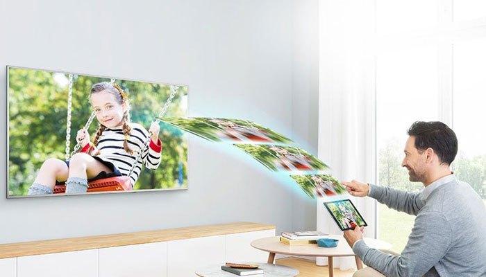 Tivi Panasonic TH-32ES500V giúp bạn chia sẻ và kết nối với điện thoại hay máy tính bảng dễ dàng