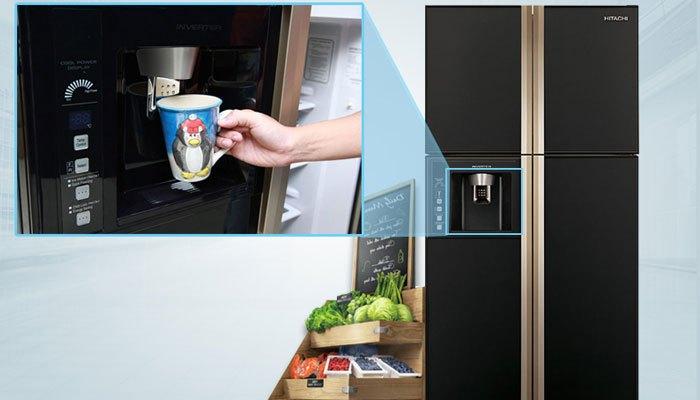 Máy làm đá và lạnh nước tích hợp với cửa tủ lạnh side by side tiết kiệm không gian bên trong