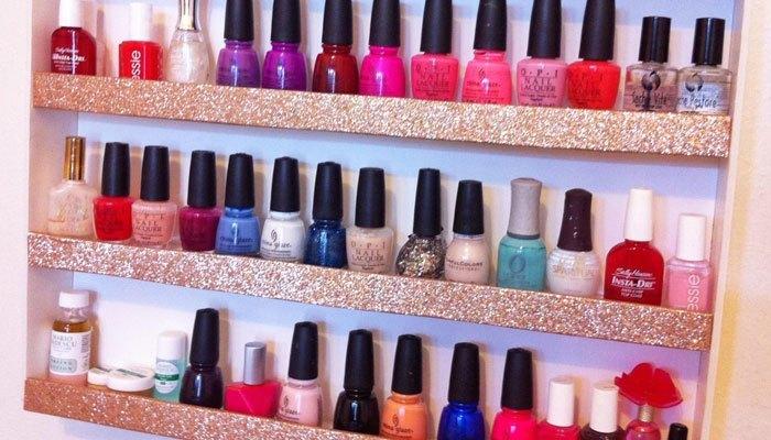 Bạn nên dành một góc riêng trong tủ lạnh cho bộ sưu tập sơn móng tay nếu không muốn chúng bị cô đặc hay biến đổi màu sắc