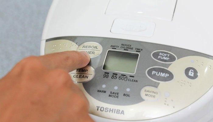 Bình thủy điện Toshiba PLK-45SF(WT)VN có tính năng khử mùi Clo trong nước