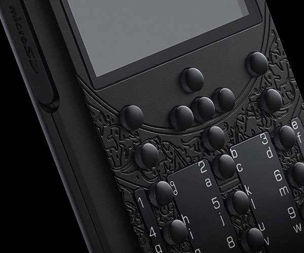 Các phím bấm trên điện thoại cũng được làm từ sapphire