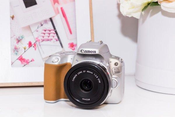 200D là phiên bản kế nhiệm của máy ảnh DSLR 100D