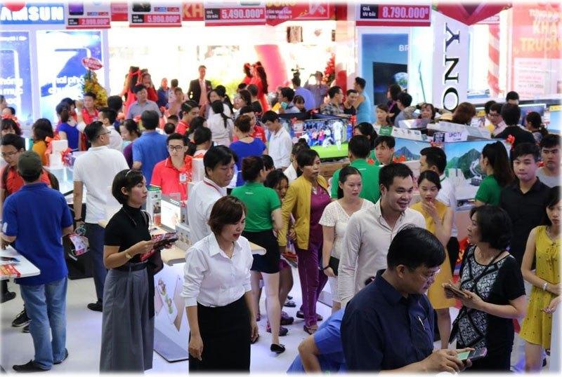 Tất cả các khu vực từ điện lạnh, điện tử, tin học, viễn thông cho đến nhà bếp, gia dụng, đều đón tiếp rất đông khách hàng đến tham quan, trải nghiệm và mua sắm tại Nguyễn Kim Quận 7