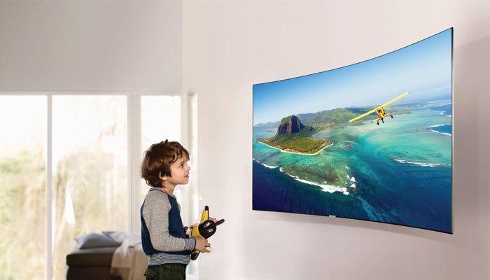 Ánh sáng phản chiếu của tivi màn hình cong được giảm đáng kể giúp hình ảnh hiện lên chất lượng với độ sắc nét và sống động cao