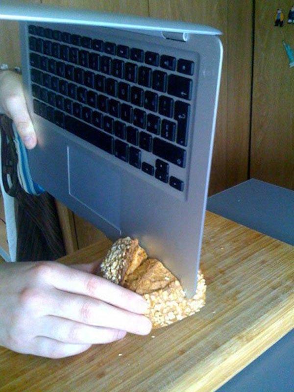 Macbook Air kiêm cả dao thái thực phẩm, chuẩn hết chỗ chê!