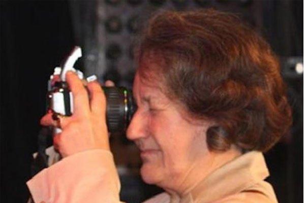 Các nhiếp ảnh gia chắc hẳn sẽ… cạn lời với cách chụp ảnh của quý bà xinh đẹp này.