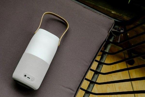 Loa Samsung Bluetooth kích thước gọn gàng và nhỏ gọn với đường kính 77,7 mm, trọng lượng chỉ 396 gram.