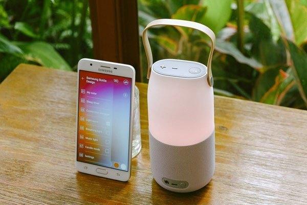 Bạn có thể chọn chế độ đèn tĩnh (một màu), đèn đổi màu khi lắc hoặc nghiêng loa Samsung Bluetooth