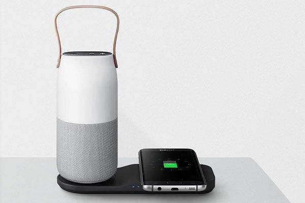 Công nghệ sạc nhanh thông minh được tích hợp sẵn, thiết kế nhỏ gọn, tay cầm độc đáo tạo nên tính di động cao cho loa Samsung Bluetooth