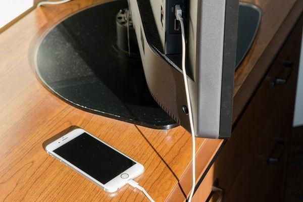 Từ giờ đi du lịch không lo điện thoại hết pin vì không có ổ cắm tương thích nữa rồi