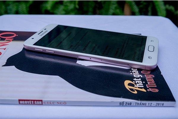 Điện thoại Galaxy J7 Prime tinh tế hiện đại
