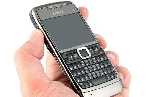 Điện thoại Nokia E71 là sự đáp trả của hãng với Blackberry