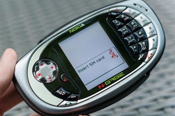 Series N-Gage là nỗ lực của Nokia nhằm đánh chiếm thị phần thiết bị chơi game cầm tay của Nintendo. Chiếc điện thoại mà bạn đang thấy có tên là N-gage QD.