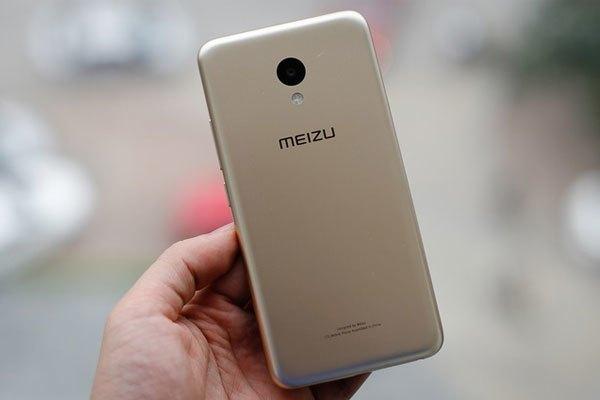 Điện thoại Meizu M5 có vỏ bằng nhựa nhưng vẫn cho cảm giác như kim loại