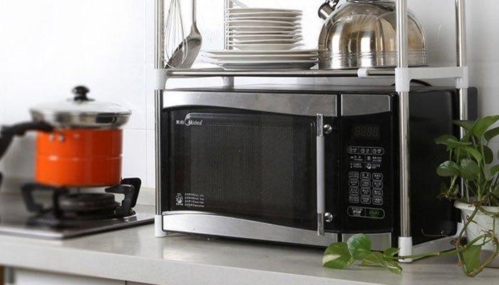Đặt lò vi sóng quá gần bếp sẽ là nguyên nhân dẫn đến hiện tượng chập mạch, cháy nổ
