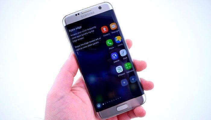 Với dung lượng pin lên đến 3600 mAh cùng thiết kế độc đáo, Galaxy S7 edge sẽ là lựa chọn tuyệt vời cho bạn