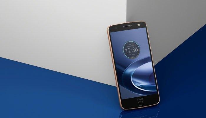 Đứng ở vị trí thứ 8, điện thoại Moto Z Force Droid Edition cho thời gian sử dụng dài hơn 7 giờ