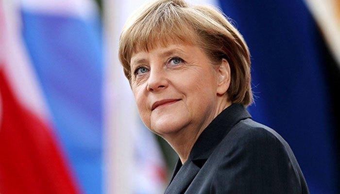 Thủ tướng Đức - bà Angela Merkel đang sử dụng ít nhất 2 chiếc điện thoại